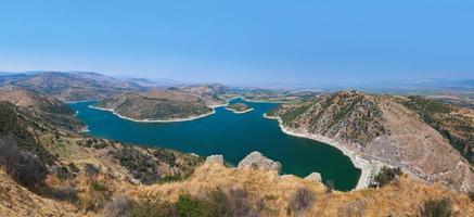 panoramisch uitzicht vanaf de oude stad Pergamon naar het meer foto