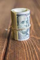 geld op het bureau foto