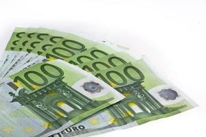 eurobankbiljetten geld honderd geïsoleerd foto
