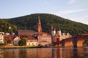 uitzicht op de oude stad en de stad brug in Heidelberg foto