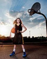 basketbalspeler door hoepel foto