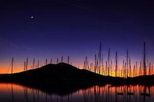 zonsondergang bij jachthaven foto