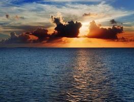 de zee, zonsondergang foto