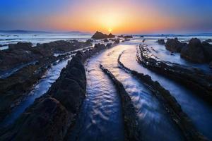 Barrika strand bij zonsondergang