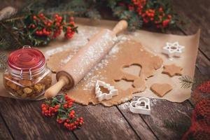 het proces van het bakken van zelfgemaakte koekjes foto