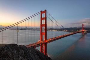zonsopgang bij golden gate bridge in San Francisco foto