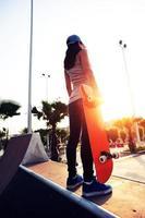 skateboarder bij skatepark foto