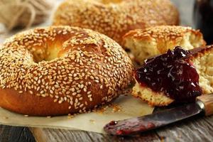 zelfgemaakte bagels close-up. foto