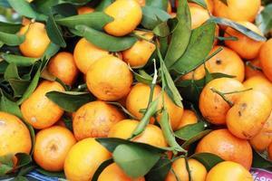 oranje fruit op de markt foto