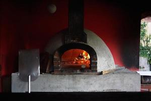 zelfgemaakte pizza-oven