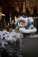 draakartiesten, saan jao joe vervolgt gong tempel, bangkok, thailand. foto
