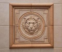 reliëf van leeuw foto