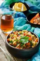 salade van geroosterde aubergine en paprika foto
