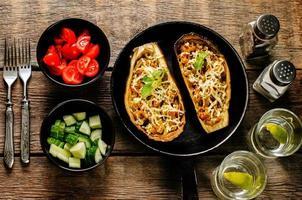 aubergine gevuld met groenten foto