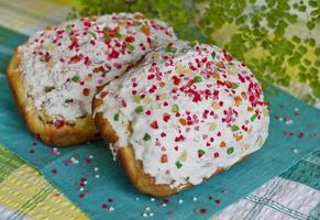 thuis bakken Pasen brood foto