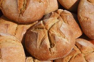 zelfgemaakt rond brood foto