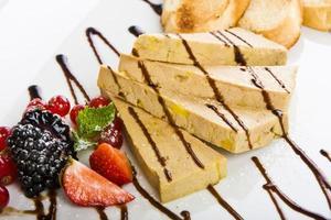 voorgerecht met foie gras paté foto