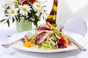 salade met gerookte eendenborst foto