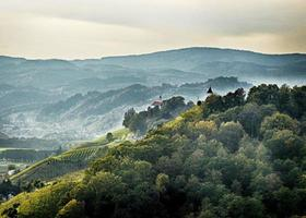 Piramida en Kalvarija heuvel Maribor, hdr foto