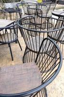 vintage bruin ijzeren of metalen stoel foto