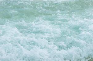 wateroppervlak op het strand foto