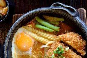 gefrituurde miso-varkenssaus foto