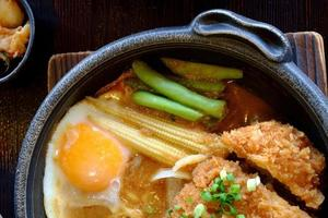 gefrituurde miso-varkenssaus