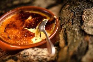 franse crème brulee foto