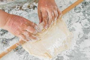bereiding van deeg voor baklava foto