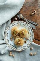 traditionele dessertbaklava uit het Midden-Oosten foto