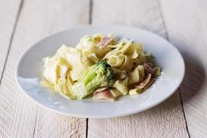 carbonara met broccoli foto