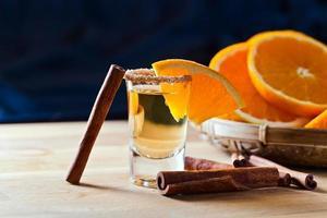 tequila met sinaasappel en kaneel foto