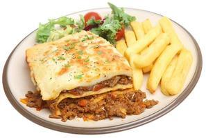 lasagne en frietjes foto