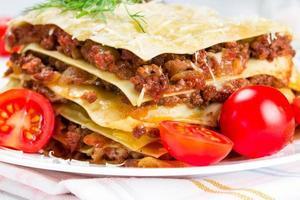 Italiaanse schotel lasagne foto