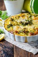 braadpan met broccoli en vis foto