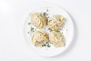 traditionele Georgische khinkali of dumplings, gevuld met vlees foto