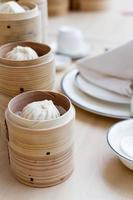 gestoomd Chinees broodje in bamboemand