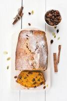 pompoenbrood en ingrediënten foto