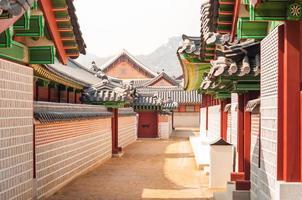 traditionele Koreaanse architectuur in gyeongbokgung paleis foto