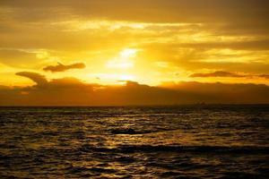 zonsondergang in enoshima foto