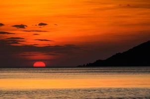 zonsondergang en silhouet foto