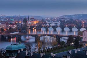 praag bruggen bij zonsondergang