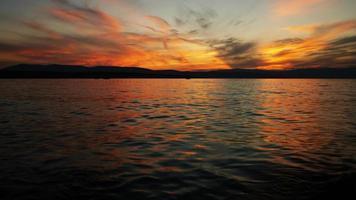 zonsondergang boven de zee foto
