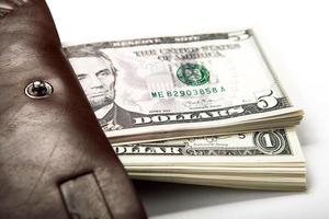 geld uitgeven in je portemonnee foto