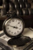 tijd is geld, vintage kleur. foto