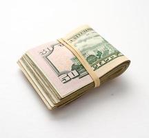 pakje contant geld foto