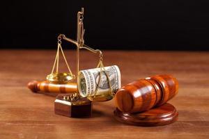 hamer met geldclose-up beoordelen foto