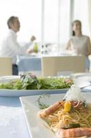 gerechten op tafel foto
