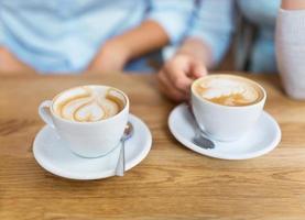 twee koffiekopjes foto