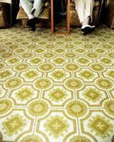 schoonheidssalon vloer en twee oude vrouwen